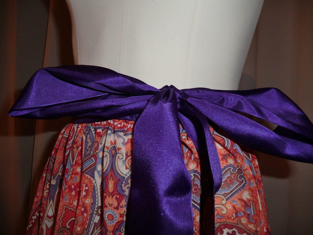 Dirndlschürze exotisch orientalisch mit Lila farbener Schleife 2
